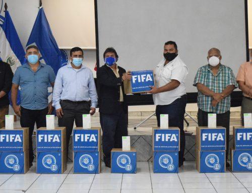 Galería de Insumos de Bioseguridad fueron entregados a la Tercera División de Fútbol Profesional.